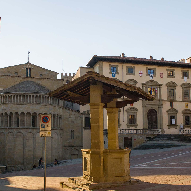 #59: Vlog in Italian #1: Arezzo – Val di Chiana, Storia, Mercato delle Pulci, Petrarca